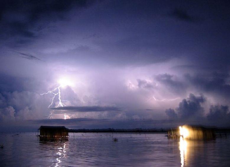 Cataumbo: fenómeno meteorológico caracterizado por la aparición de múltiples relámpagos de forma continua, visible en la cuenca del lago de Maracaibo en Venezuela, principalmente en la zona sur de dicho lago y en la cuenca inferior del río Catatumbo.