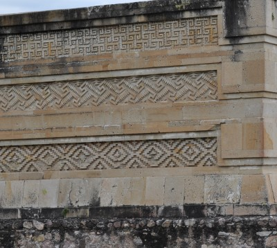 Grecas prehipánicas en Mitla
