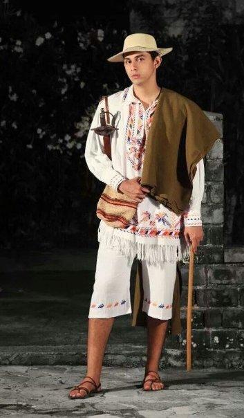 Montuno: Vestido rústico que consta de dos piezas: camisa (cotona) y calzón (chingo), confeccionado con tela de hacer montuno. Es representativo del hombre de campo. Sus colores tradicionales son el rojo, amarillo y azul, también presentes en la bandera de Colombia.