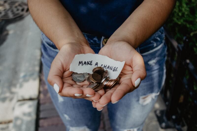 La caridad es un acto humano muy loable